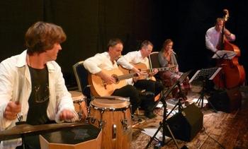 Das Münchner Corazon-Quartett mit seiner Gastsängerin Mariette Radtke