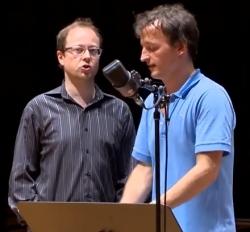 """Komponist Guillaume Connesson (links) und Dirigent Jean-Christophe Spinosi während der Aufnahmearbeiten zu """"Lucifer"""""""