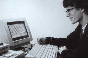 Physiker, Programmierer, Chessbase-Gründer, Schach-Fan: Der junge Matthias Wüllenweber am Atari